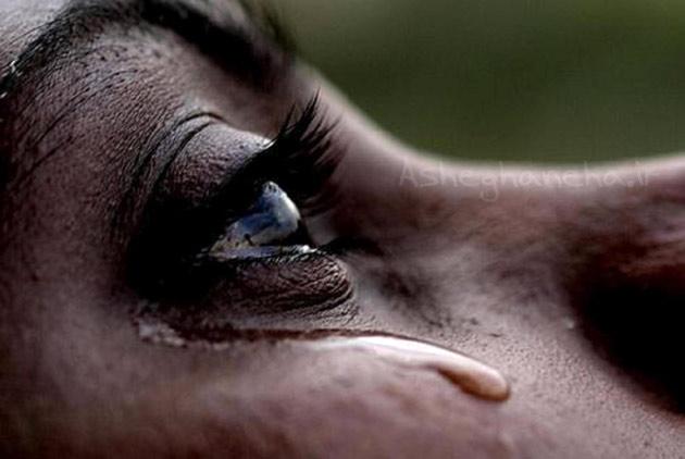 اشک زن زیبایی گریه مادر